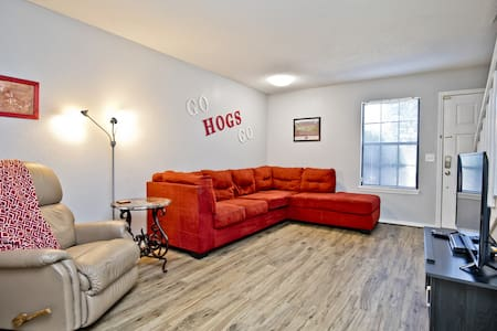 Newly Renovated Townhouse 1 mile from UofA