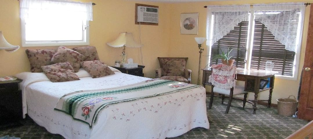 Gatehouse Gardens - Minnewaska Room
