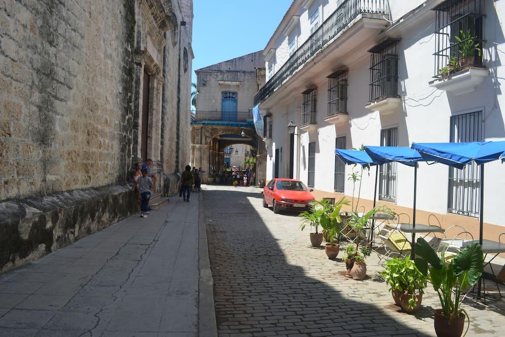 Calle Cuba y Tejadillo (50mt de               La Catedral)