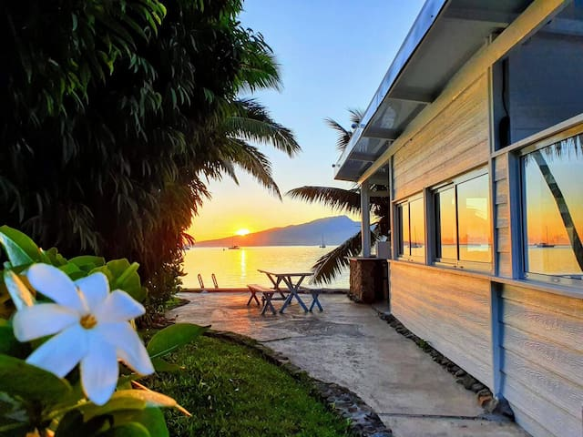 Fare Coconut, waterfront property in Moorea