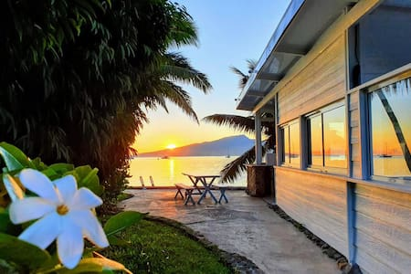 Fare Coconut, waterfront property in Moorea