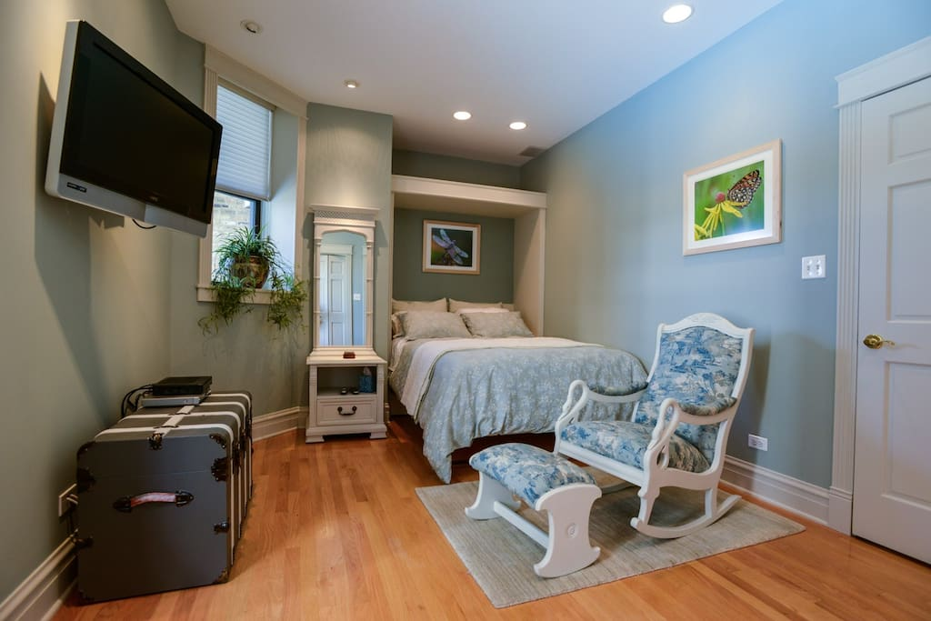 Guset bedroom with TV