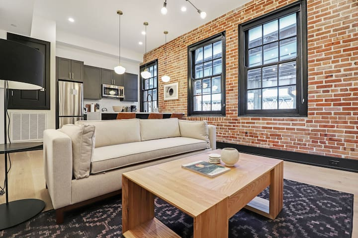 Sextant | The Lola | 1 Bed 1 Bath #211 | 5 min drive to Bourbon St