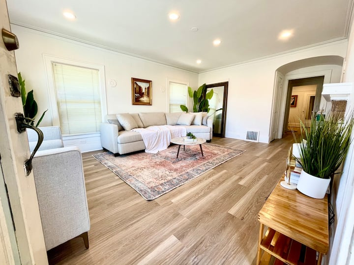 Great Location | Walk to shops | 8 min to SFO