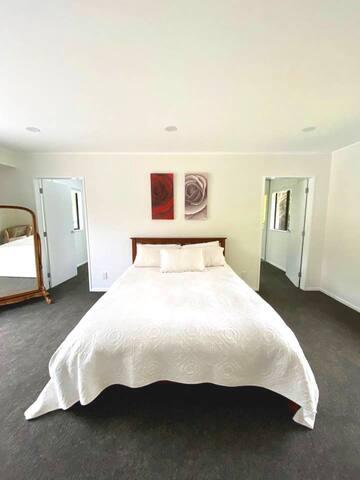 Quite get away in stunning room!