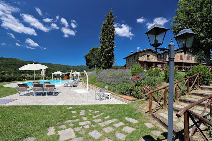 Splendid stone Villa near Arezzo up to 22 people