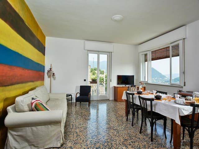 Comovà: Grande appartamento in  villa con giardino - Maslianico - Willa
