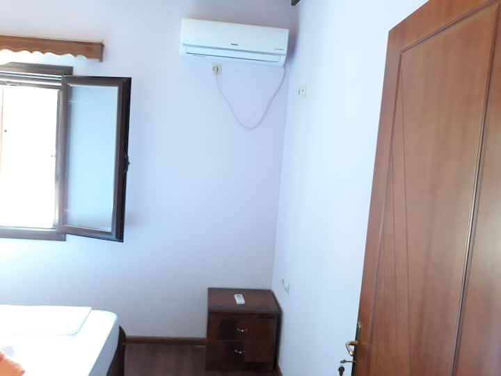 Budget double room with shared bathroom Villa 97