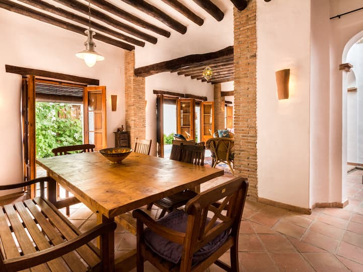 Beautiful Andalusian House with barbecue pool and WiFi