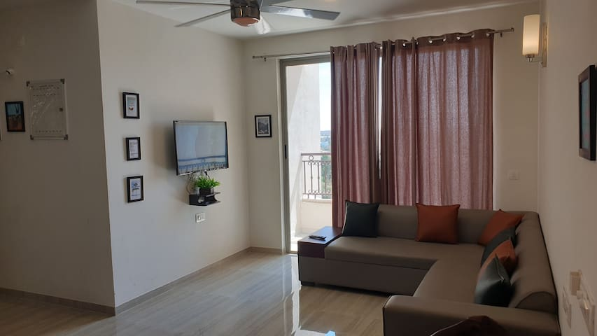 Nest close to Airport-Upgraded.Call for discounts.