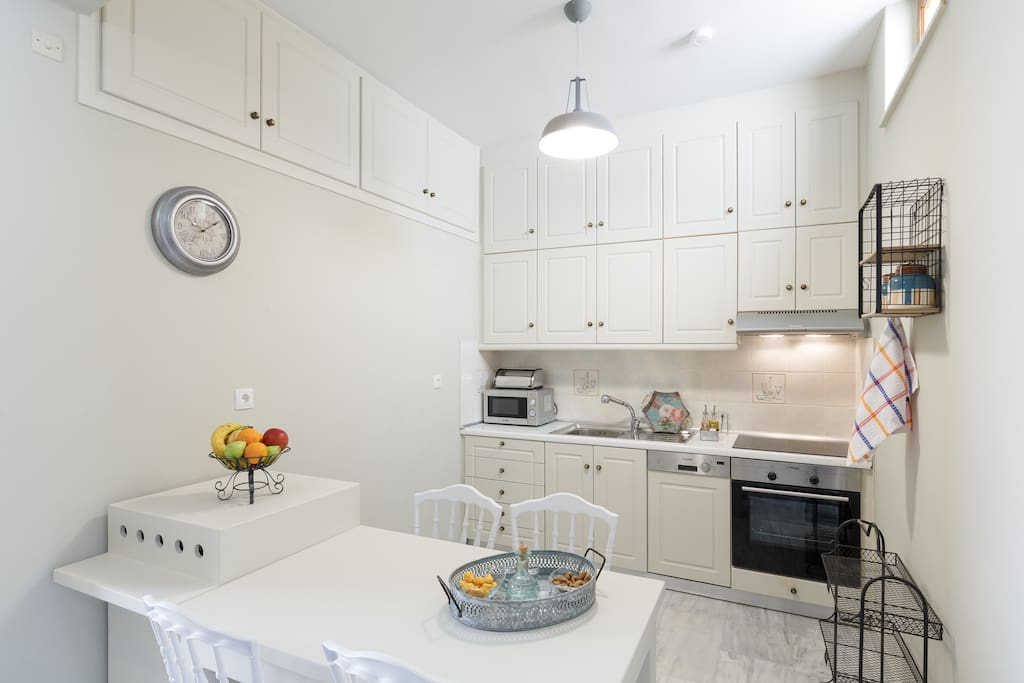 Fully equipped kitchen with top quality fixtures and appliances