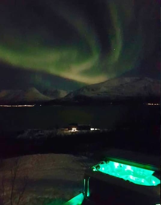 Amazing to sit in the jacuzzi  watching the Nothern Lights in the winter season.
