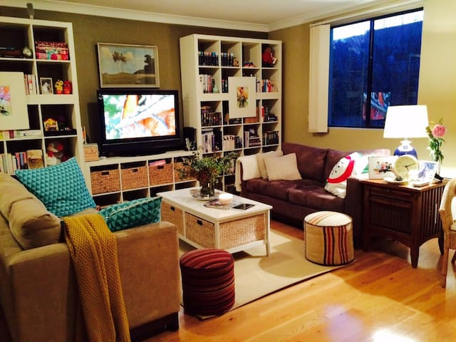 Charming Large Inner City Apartment - Alexandria - Leilighet