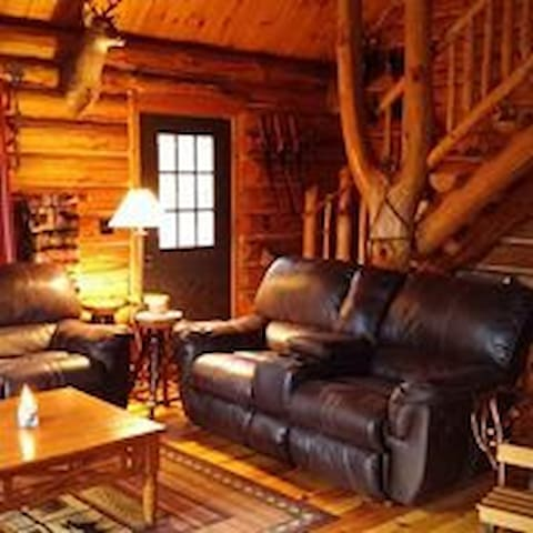 Walhalla Log Cabin tucked back in the woods - Municipalità di Branch - Chalet