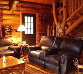 Walhalla Log Cabin tucked back in the woods - Тауншип Бранч