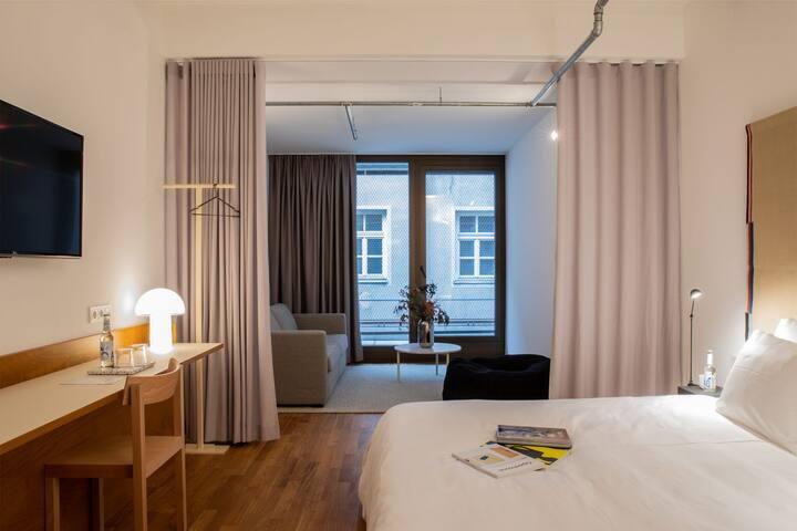 Studio im Herzen Münchens in einem 4*+ Hotel.