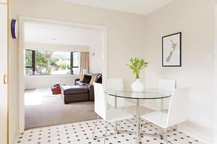 Sunny, Spacious Christchurch Retreat - Christchurch - Casa