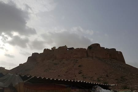 Rooftop View of the Fort! - Jaisalmer - Gistihús