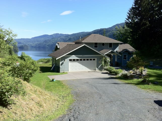 Lake Whatcom view home on five acre - Sedro-Woolley - Casa