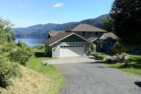 Lake Whatcom view home on five acre - Sedro-Woolley