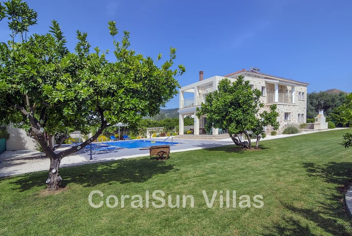 BEACH FRONT Villa, Large Pool, Wonderful Garden