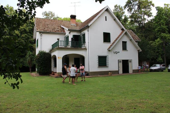 Increible casa y parque en Moreno - Buenos Aires - House