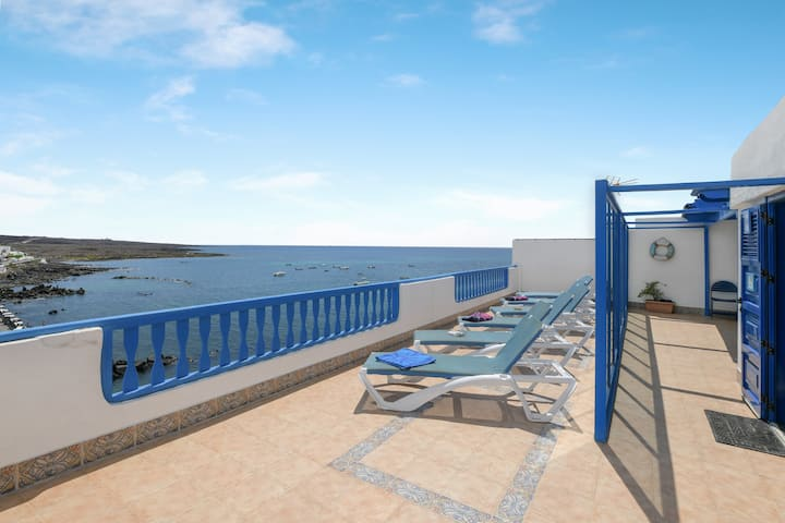 """Waterfront Apartment """"Timanfaya"""" with Sea View, Wi-Fi, Air Conditioning & Terrace; Parking Available"""