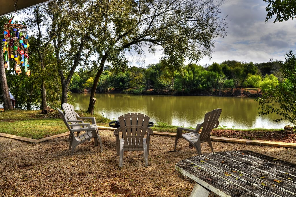 Waco vacation rentals brazos river cabin cottages for for Fishing cabins for rent in texas