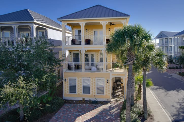 Gravity Bumps~Fantastic Floor plan with 3 Porches overlooking the Lagoon Pool.  Sleeps 16 very comfortably