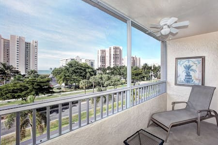 Great condo with beach view. - Marco Island