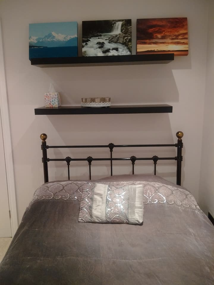 Single room with private bathroom/Parking/Legoland