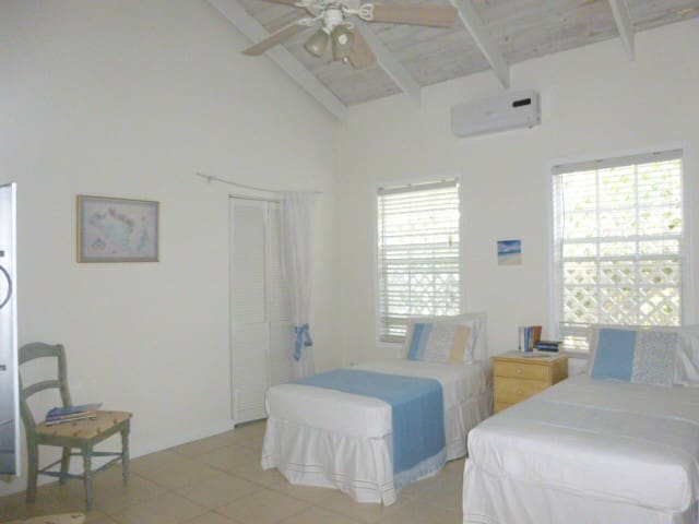 Private room with en suite bathroom - Caicos Islands - Huis
