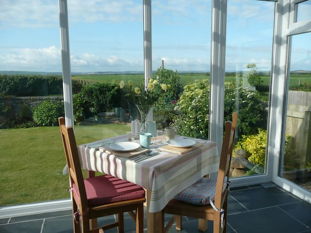 Fabulous views of The Burrows in Beach style home - Braunton - Wikt i opierunek