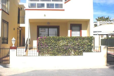 155. Beautiful Bungalow, Playa Flamenca, Spain - 2 Bed - Sleeps 4 - Playa Flamenca - บ้าน