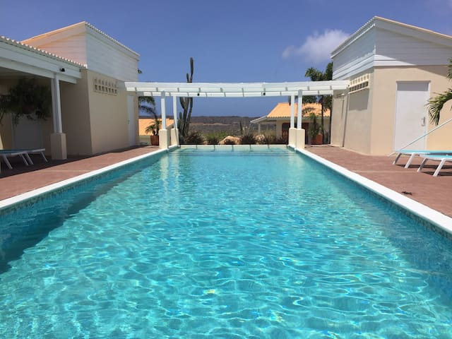 Enjoy our large pool - 1BR - Airco - Netflix