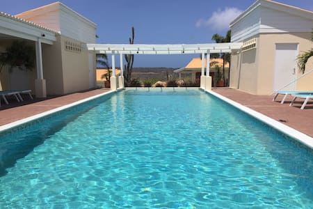 Enjoy our large pool and Relax -1BR- Netflix-WiFi