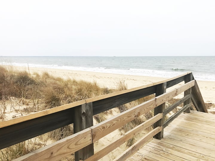 ** Large Relaxed Ocean View 1450 sqft Beach Home**