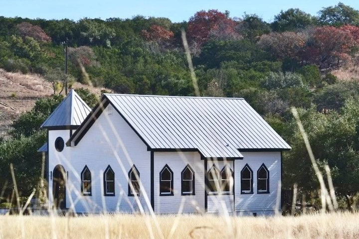 Beautiful Two-Chapel Retreat - Austin Hill Country