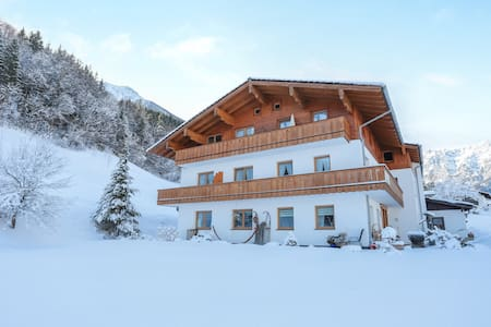"Charming Apartment ""Ferienwohnung Watzmann"" with Mountain View, Wi-Fi & Balcony; Parking Available, Pets Allowed"
