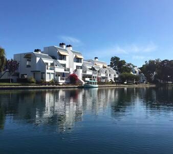 希臘風格的建築外觀,海岸邊,離機場不用10分鐘,城市中唯一的淨土! - Villa