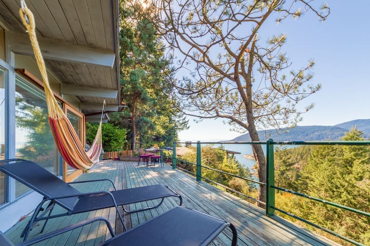 Secluded West Coast 2Bed w/views & Fireplace