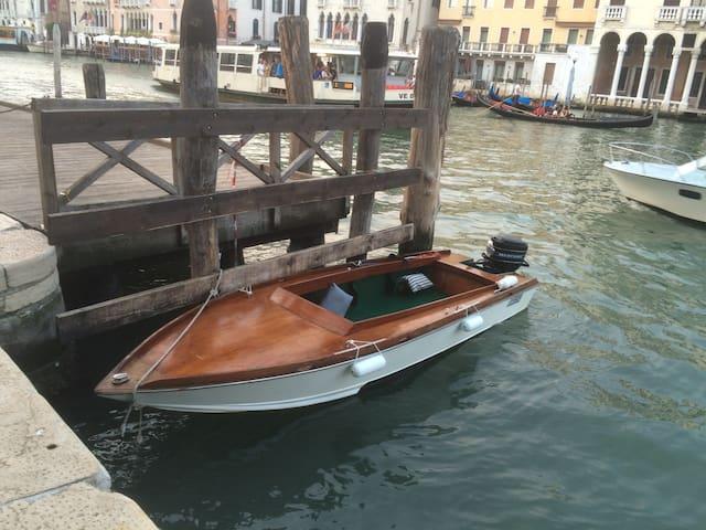 boat in Venice - Veneza - Barco