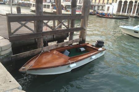 boat in Venice - 威尼斯