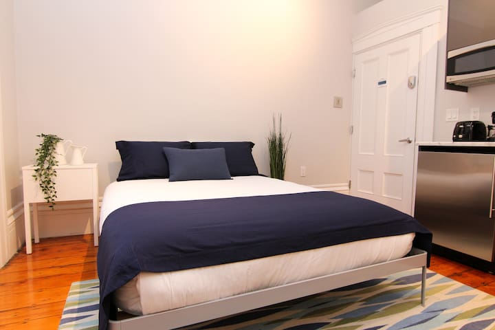 Comfy Beacon Hill Studio Great for Work Travel #4