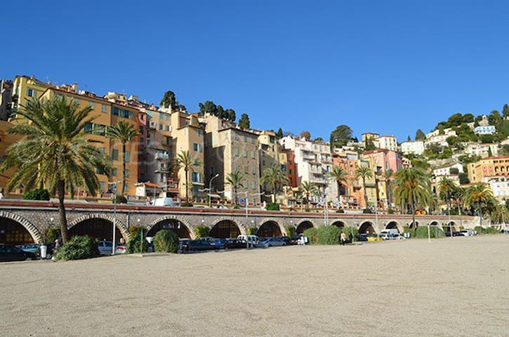 Beach front studio close to old town incl parking - Menton - Pis
