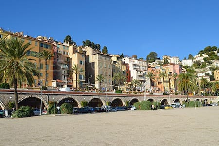Beach front studio close to old town incl parking - Menton - Lägenhet
