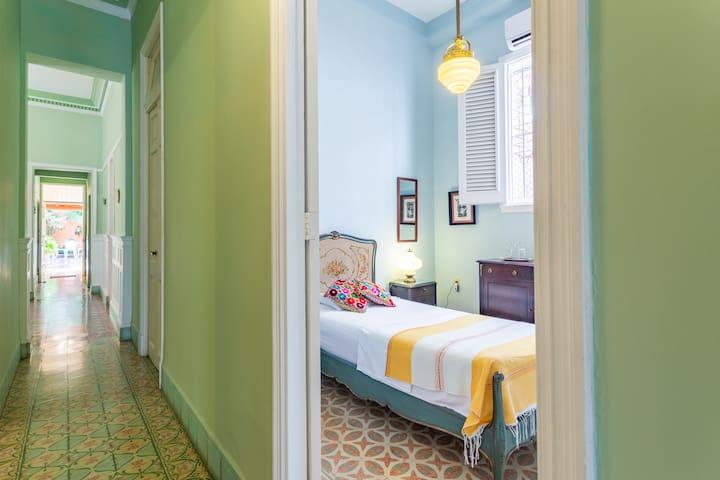 Habitación Individual / Single Room