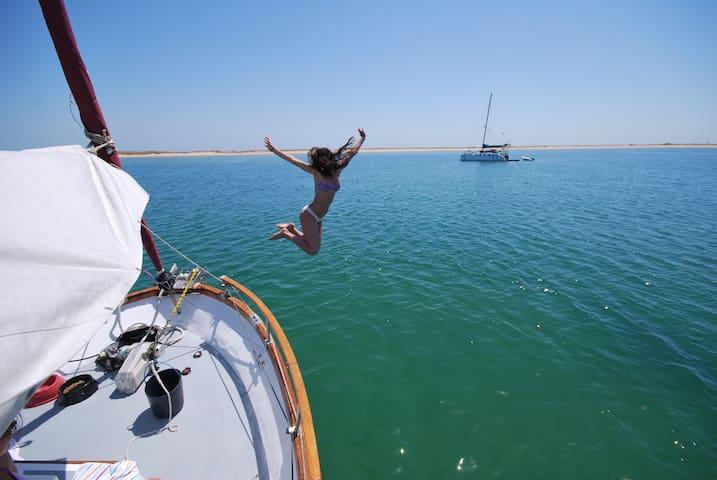 Algarve Floating Hotel - in front Culatra Island - Olhão - Boot