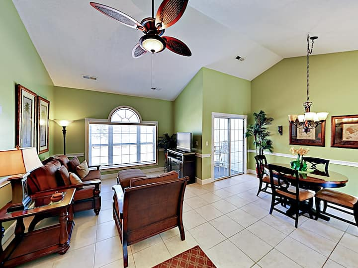 Classy Condo w/ Balcony, Pool & Golf Course Views