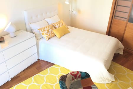 Sunny & Spacious yellow room, close to Lisbon - Seixal - Lakás